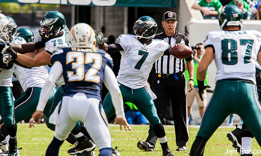 Mike Vick ready to throw against the chargers