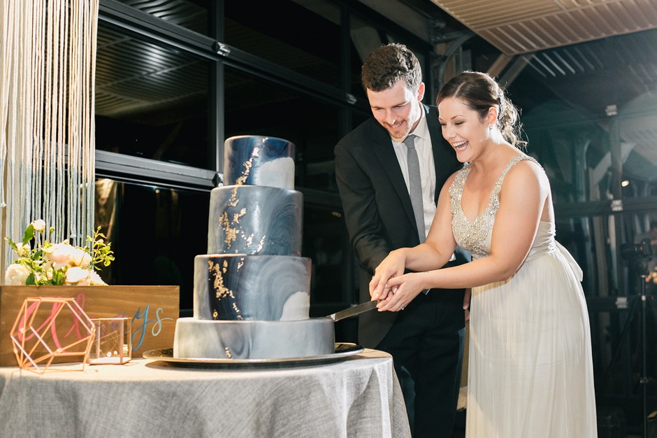 9 Tips For Freezing And Defrosting Your Wedding Cake For Your First Anniversary