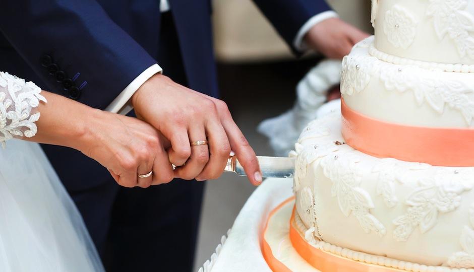 Does having a fake wedding cakeand serving your guests sheet cake does having a fake wedding cakeand serving your guests sheet cake insteadactually save money philadelphia magazine junglespirit Gallery
