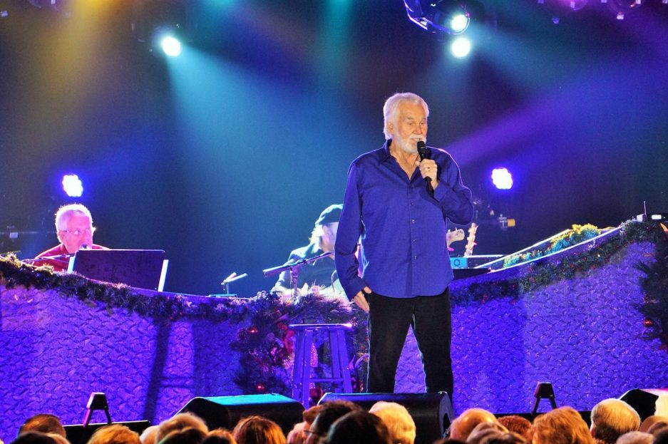Watch: Local Youth Sing With Kenny Rogers at Valley Forge Casino ...