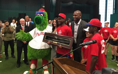 Ryan Howard, along with members of the Monarchs, the Phillies youth squad and the Phillie Phonetic.
