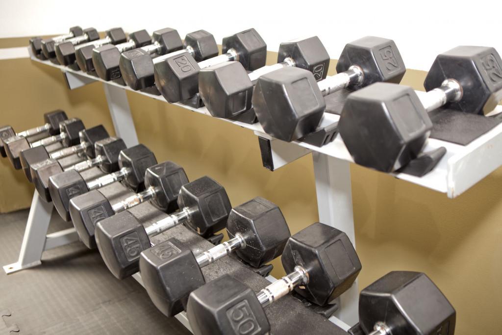 7e6d7c72b03c6d How to Get Over Your Fear of the Gym Weight Room