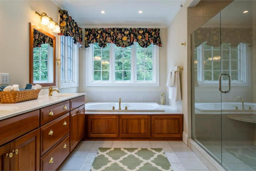 house for sale springton lake colonial master bath
