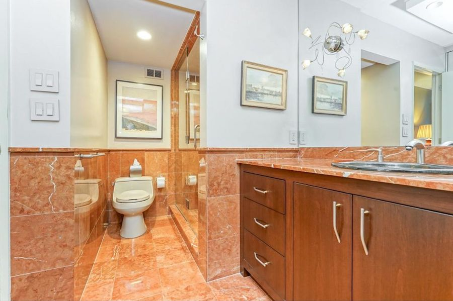condo for sale wynnefield heights park plaza master bathroom