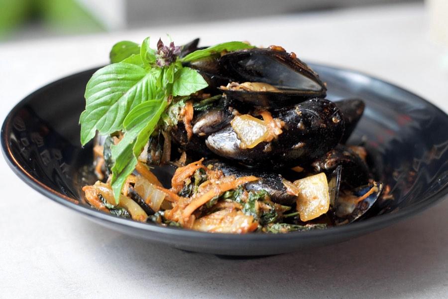 vientiane bistro mussels
