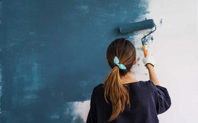 home-improvement-girl-painting