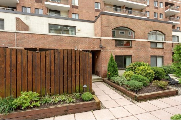 condo for sale society hill abbotts square townhouse front entrance