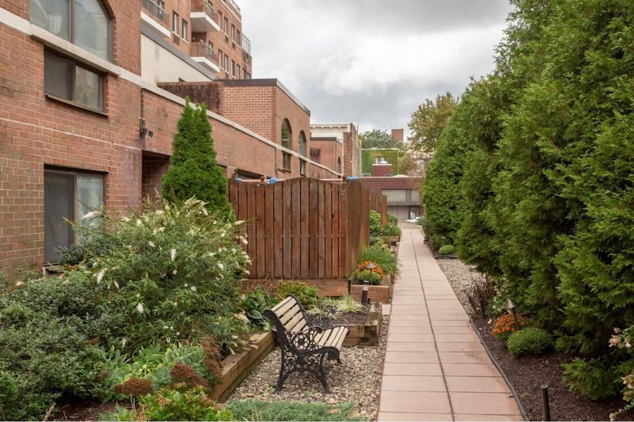 condo for sale society hill abbotts square townhouse courtyard path