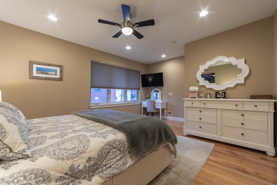 condo for sale fishtown tri-level master bedroom