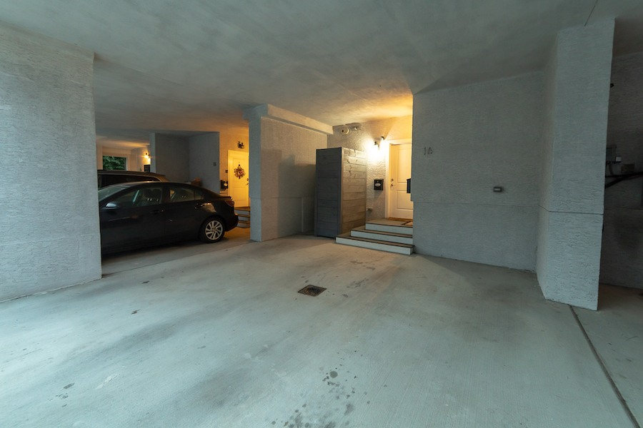 condo for sale fishtown tri-level covered parking