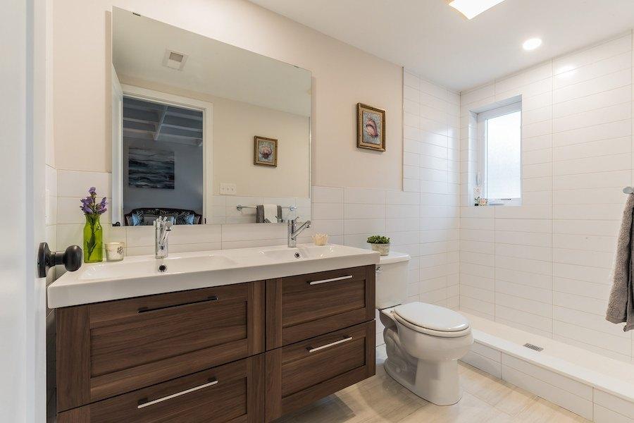 house for sale wyndmoor midcentury classic master bathroom