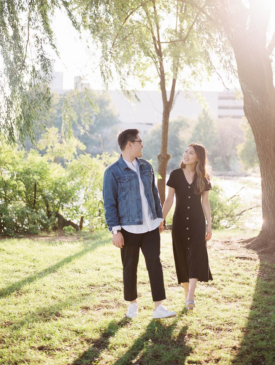 penn treaty park engagement photo