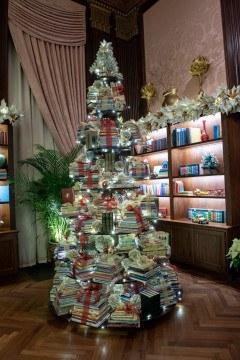 longwood-christmas-books