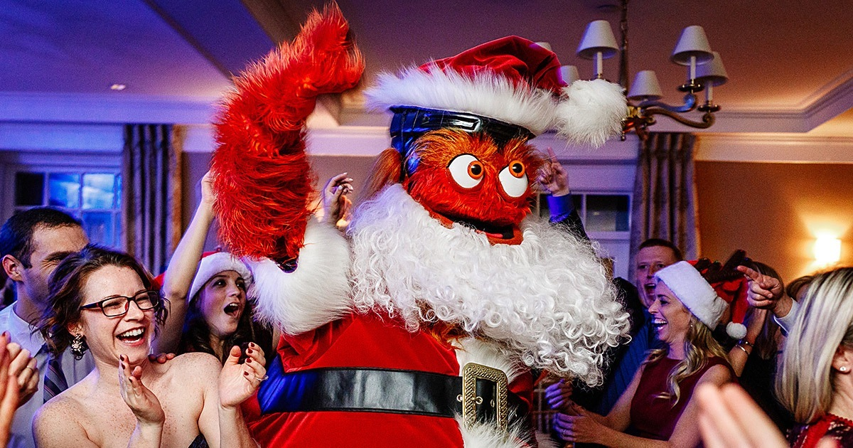 gritty crashed a christmas wedding dressed as santa claus