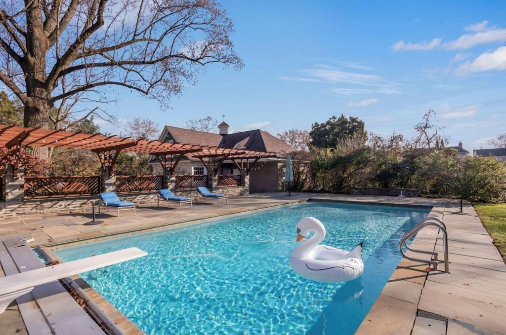 house for sale mt airy colonial pool