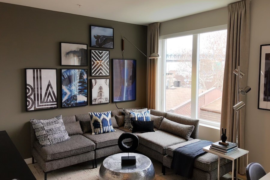 the national tour model one bedroom living area