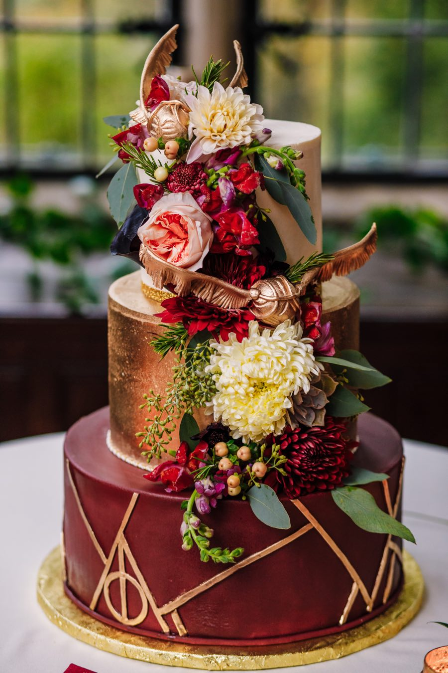 Harry Potter Wedding Cake.A Harry Potter Wedding Filled With Magical Details