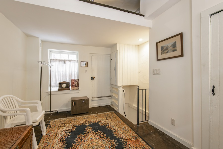 house for sale elfreths alley oldest house third floor badroom