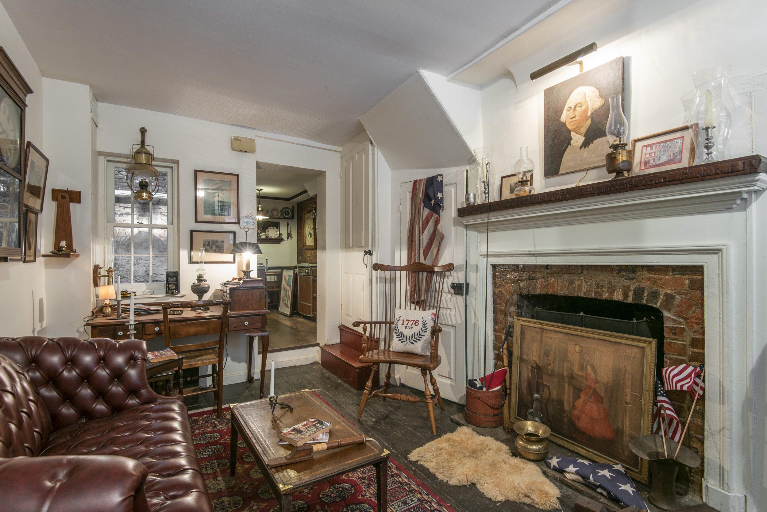 house for sale elfreths alley oldest house living room