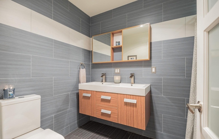 house for sale roxborough modern rowhouse second-floor bathroom