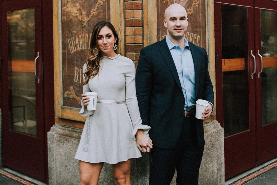 35ecaf52a617 These Engagement Photos Are Like One Big Love Letter to Philly