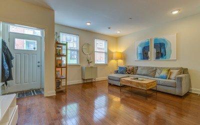 condo for sale south kensington bi-level living room