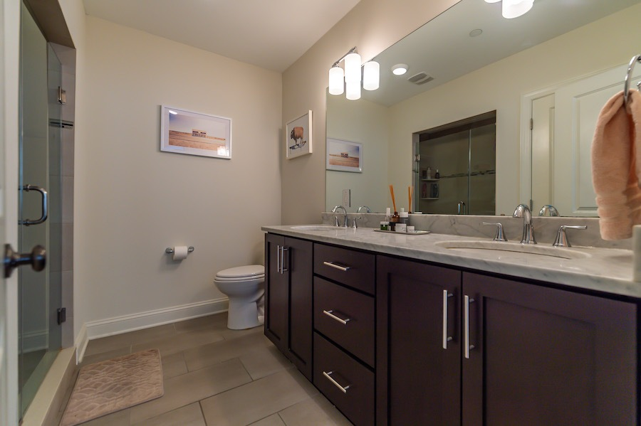 condo for sale south kensington bi-level master bathroom