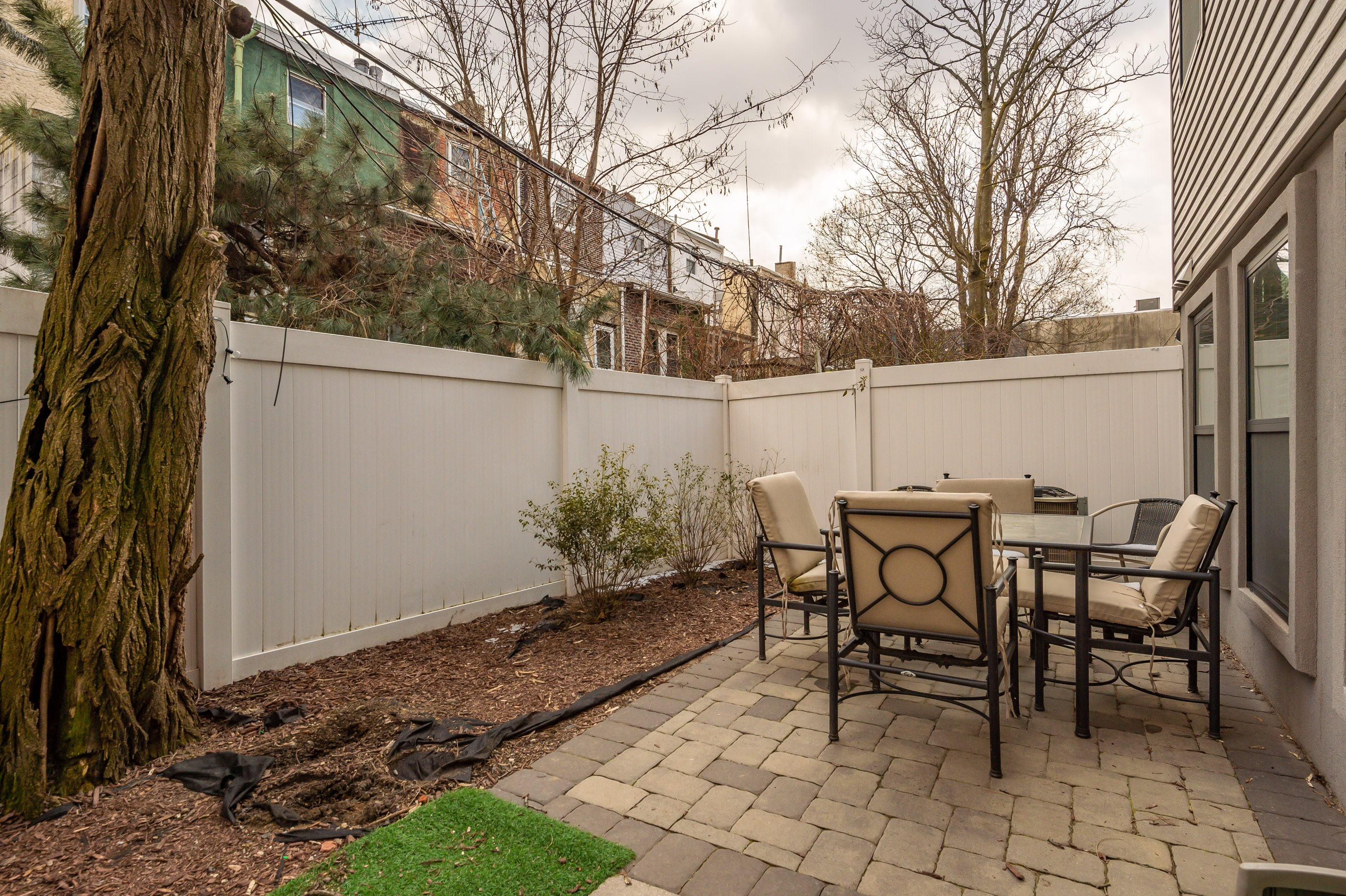 condo for sale south kensington bi-level rear patio