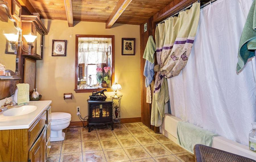 house for sale quakertown raven's nest bathroom