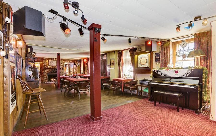 house for sale quakertown raven's nest dining room stage view