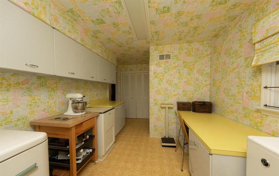 house for sale abington midcentury split-level pantry