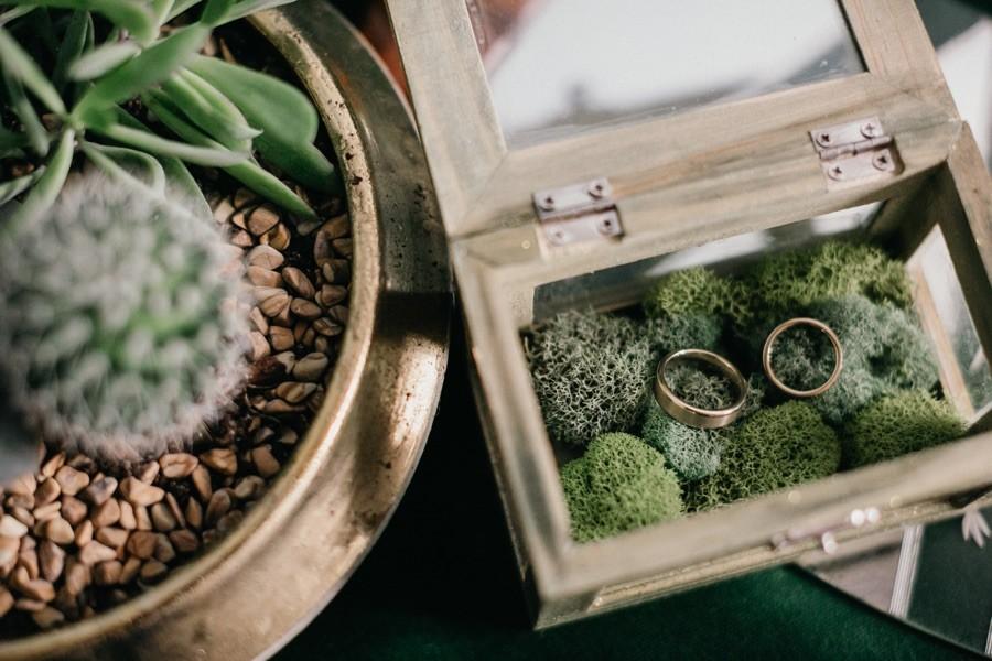 Wedding rings ring box