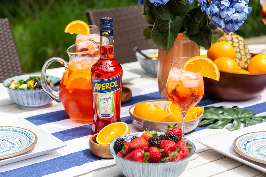 aperol and aperol spritz