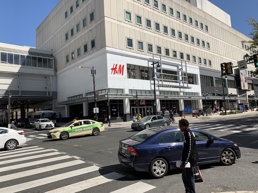fashion district philadelphia review h&m entrance