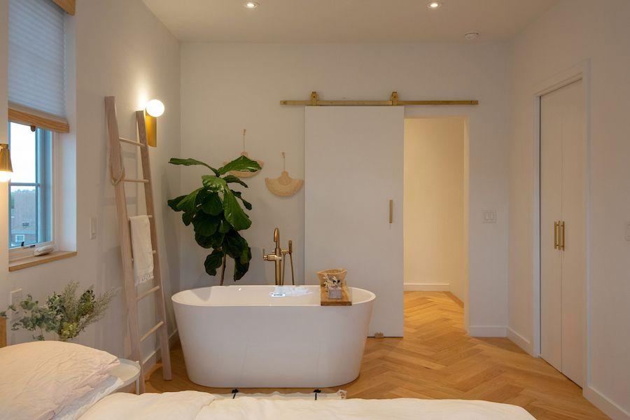 house for sale fishtown bauhaus master bedroom tub