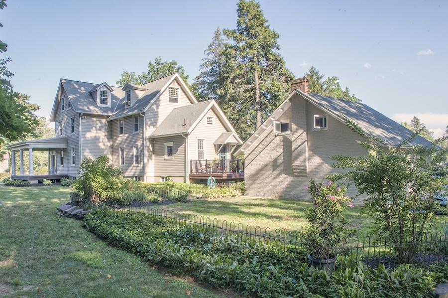 house for sale wallingford smith homestead backyard