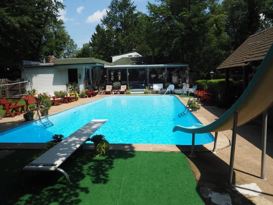 house for sale hatboro retreat pool