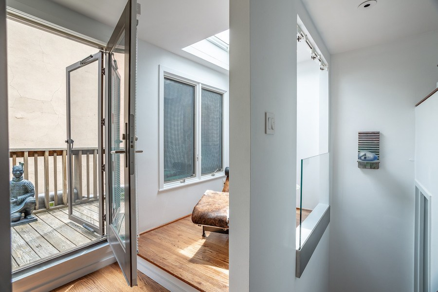 condo for sale society hill penn's landing square townhouse reading nook and balcony