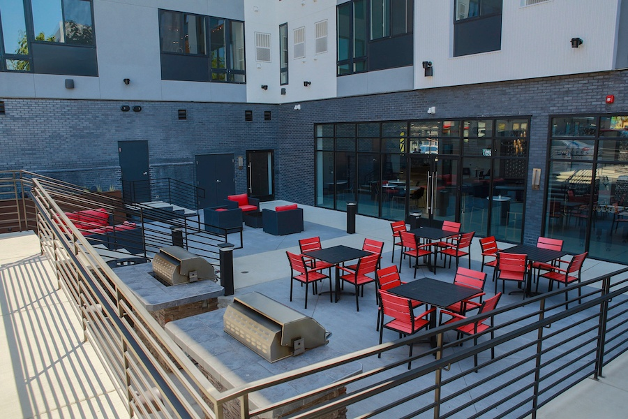 the hub at 31 brewerytown apartment profile outdoor dining area