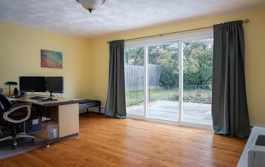 hwynnewood split-level contemporary family room