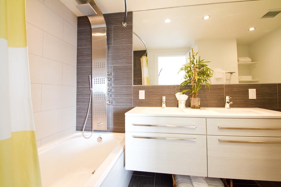 rittenhouse hill model 2br master bathroom