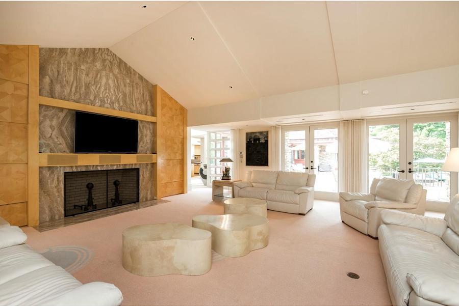 house for sale pottstown prairie style living room
