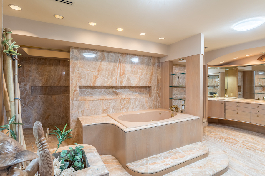 sinking spring hilltop mansion master bathroom
