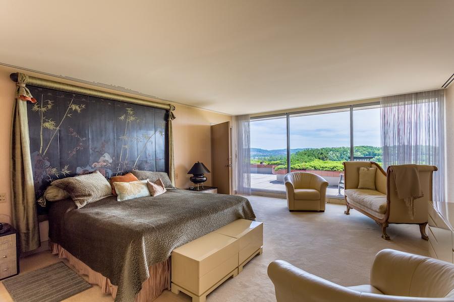 sinking spring hilltop mansion master bedroom