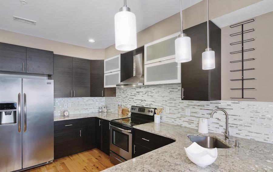francisville newer bi-level kitchen