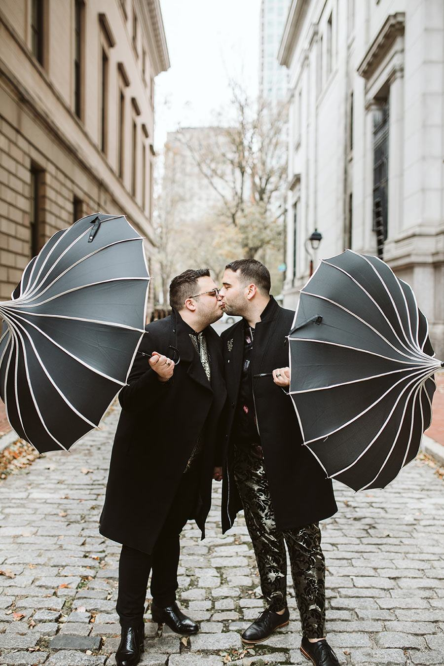 engagements photos with umbrellas