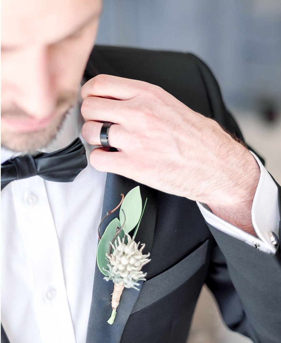 Hitched men's wedding rings