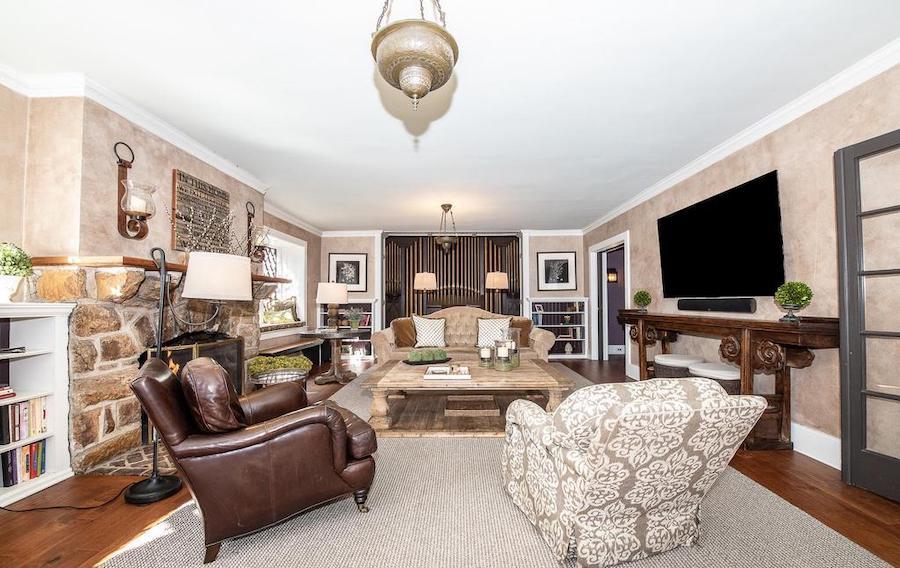 villanova tudor living room