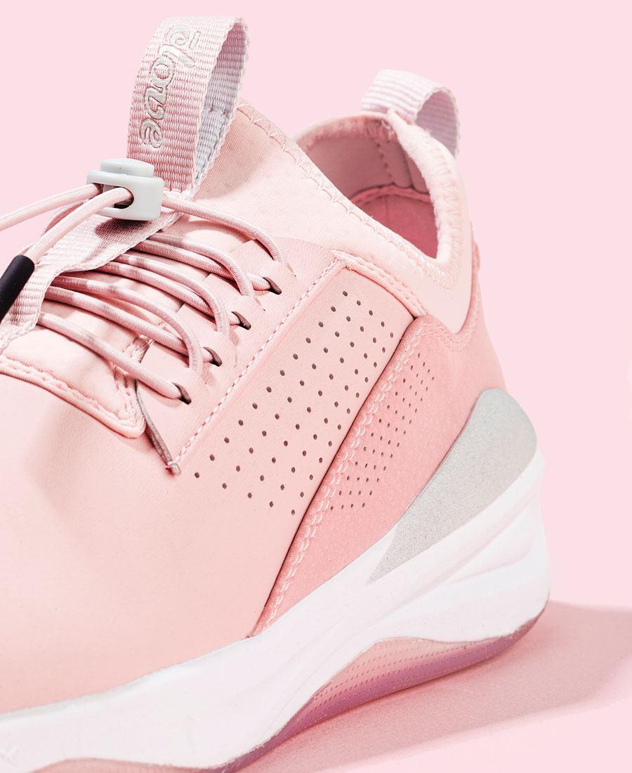 clove shoes