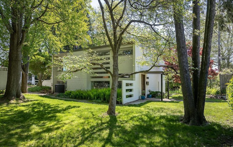 midcentury modern roxborough house for sale exterior front